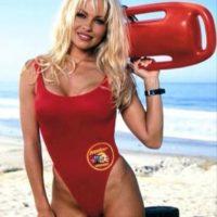 """Es conocida por interpretar a la salvavidas """"C.J. Parker"""" en la serie de televisión """"Baywatch"""". Foto:Especial"""