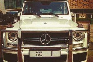 Colecciona todo tipo de autos, tal como Mercedes-Benz Foto:Vía Instagram/@omarborkan