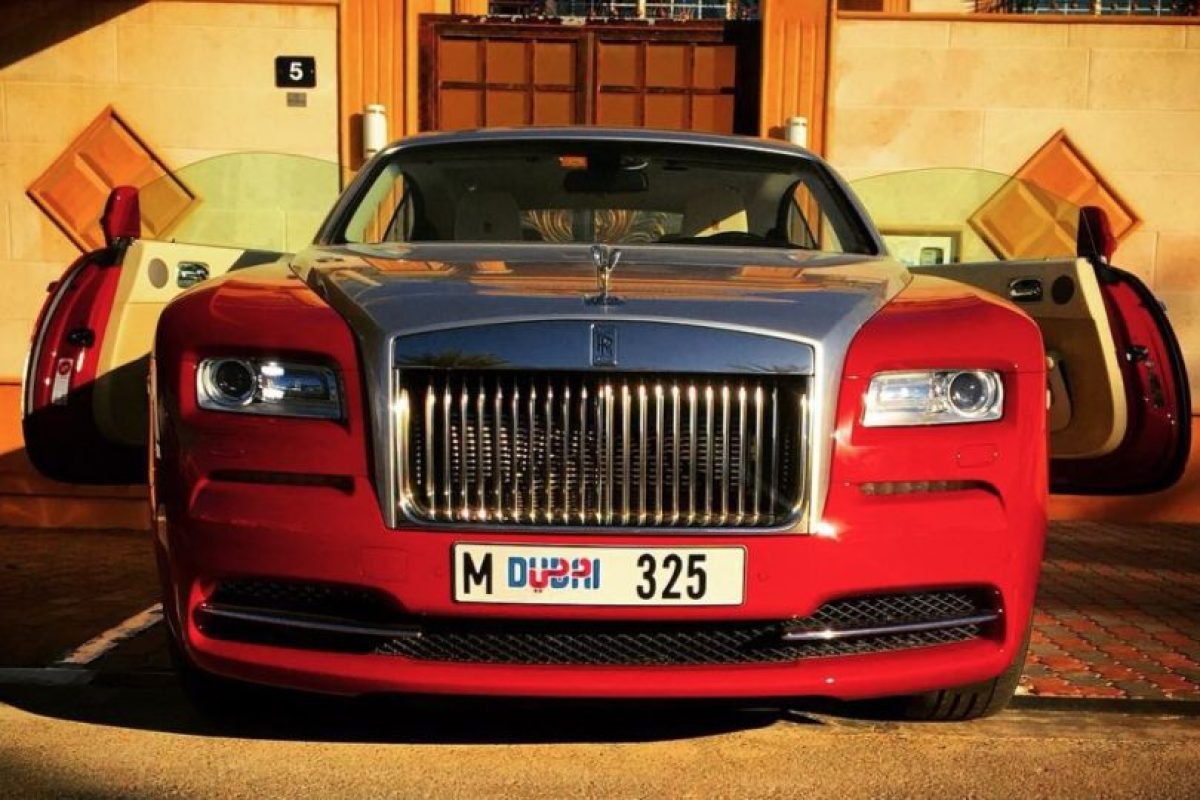 Rolls Royce Foto:Vía Instagram/@omarborkan