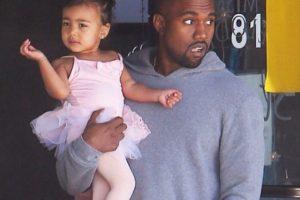 Ya que a sus dos años ya sabe manejar la vida de una celebridad. Foto:vía instagram.com/kimkardashian