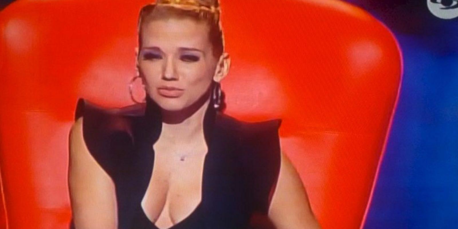 """Este fue el vestido que elevó la temperatura en el programa """"La Voz Kids"""" en Colombia. Foto:Twitter"""