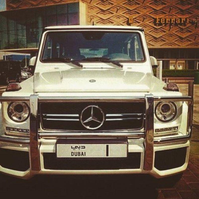 Los automóviles de lujo que posee Foto:Vía instagram.com/omarborkan