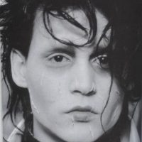 """15. El corte de pelo de Edward se basa en Robert Smith de """"The Cure"""". Burton ofreció a Smith realizar la banda sonora de la película, pero él se negó. Foto:20th Century Fox"""