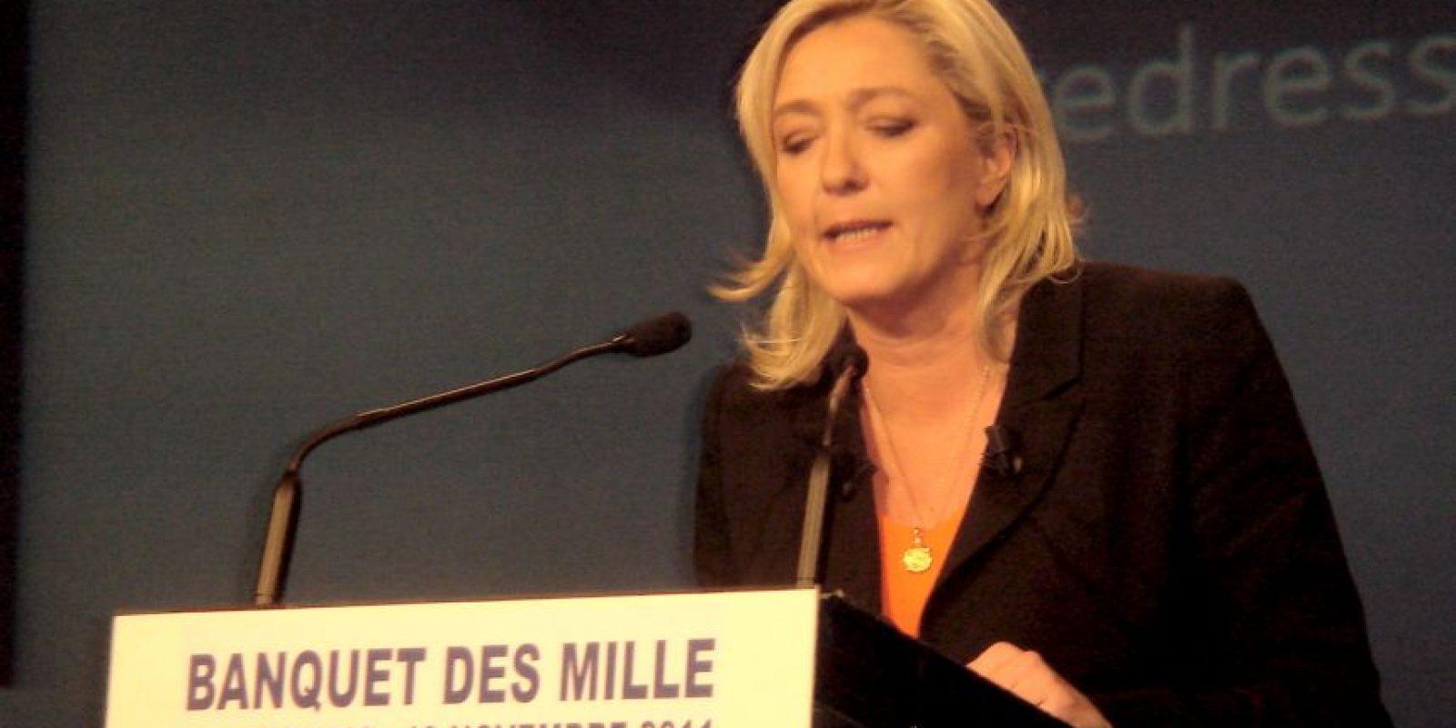 Le Pen, en su defensa, dijo que era entendible que algunos cantantes que se vuelven viejos y que pierden el talento, deben hacer que hablen de ellos de cualquier forma. Foto:Wikicommons