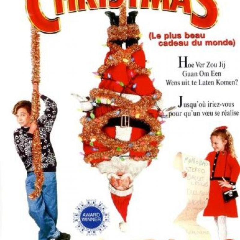 Ethans están a punto de casarse de nuevo. Cuando Hallie va a visitar a Santa Claus, ella pide un regalo inusual -que quiere a sus padres juntos de nuevo. Foto:Paramount Pictures