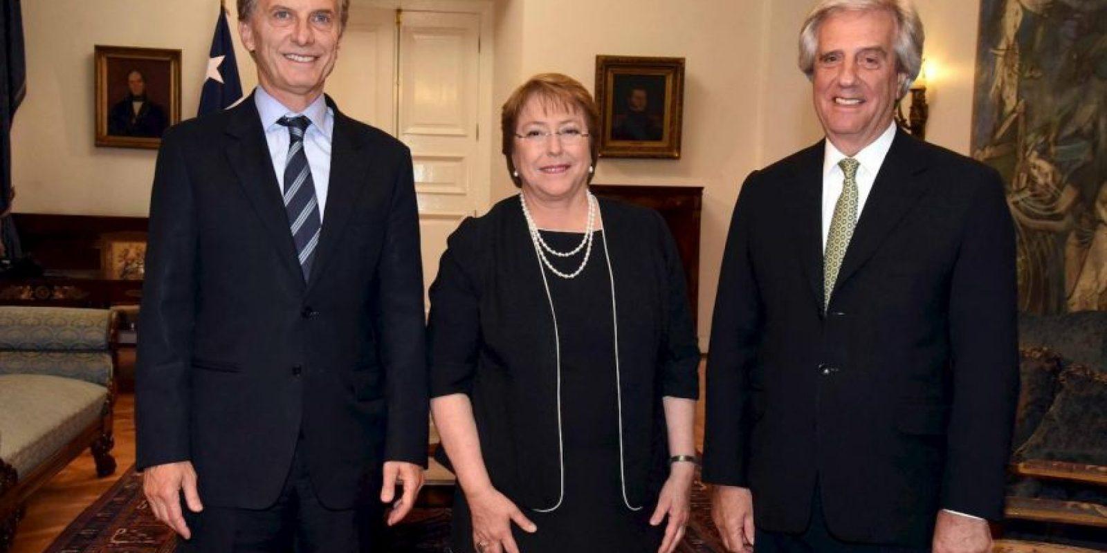 En Chile, se reunió con la presidenta Michelle Bachelet y con el mandatario de Uruguay, Tabaré Vázquez Foto:AFP