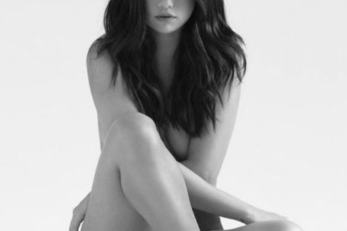 En los últimos meses nos ha sorprendido con una faceta más provocativa, en la que incluso posó desnuda Foto:vía instagram.com/selenagomez
