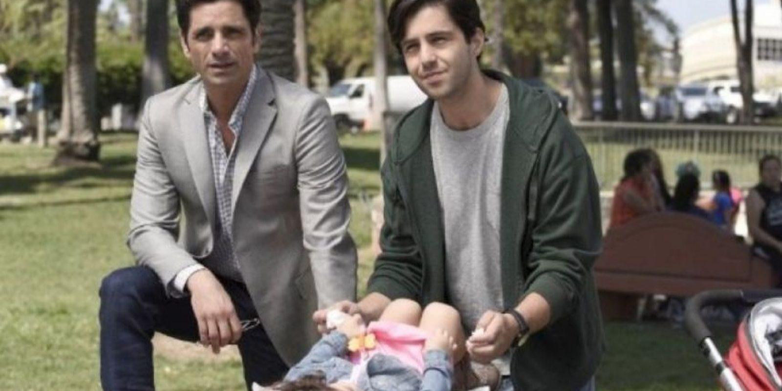"""Otro de sus recientes proyectos es la comedia """"Grandfathered"""", en la que colabora con Josh Peck de """"Drake y Josh"""" Foto:vía instagram.com/johnstamos"""