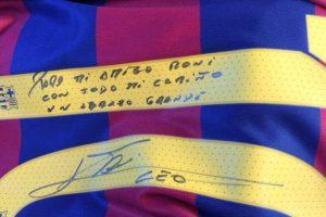 Esta fue la camiseta que le obsequió Messi a Ronaldinho Foto:Vía instagram.com/ronaldinho