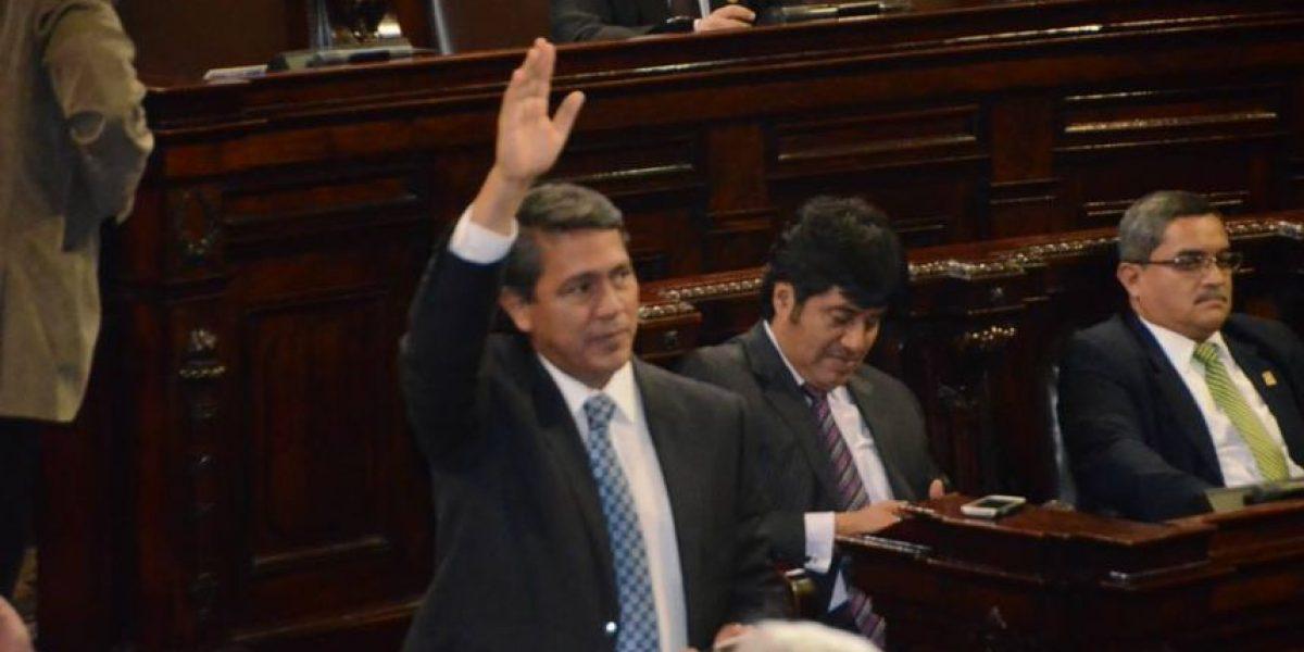 EN IMÁGENES. Como en los viejos tiempos, diputados votan a mano alzada