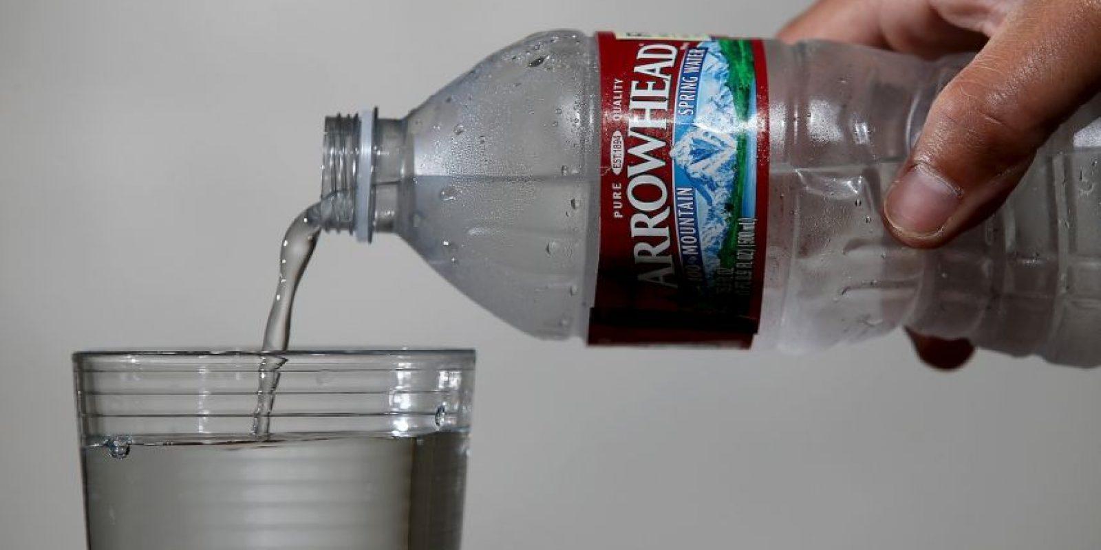 Costa Rica es el país más caro: 2.35 dólares por botella. Foto:Getty Images