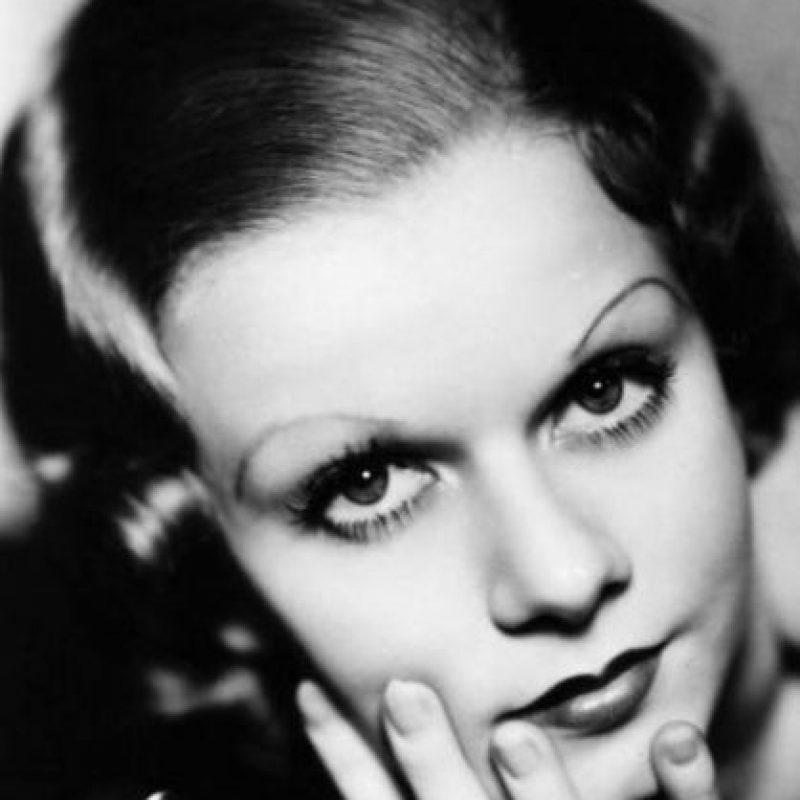 Harlow murió joven, con un halo de mujer devoradora de hombres que jamás se pudo quitar. Foto:vía Getty Images