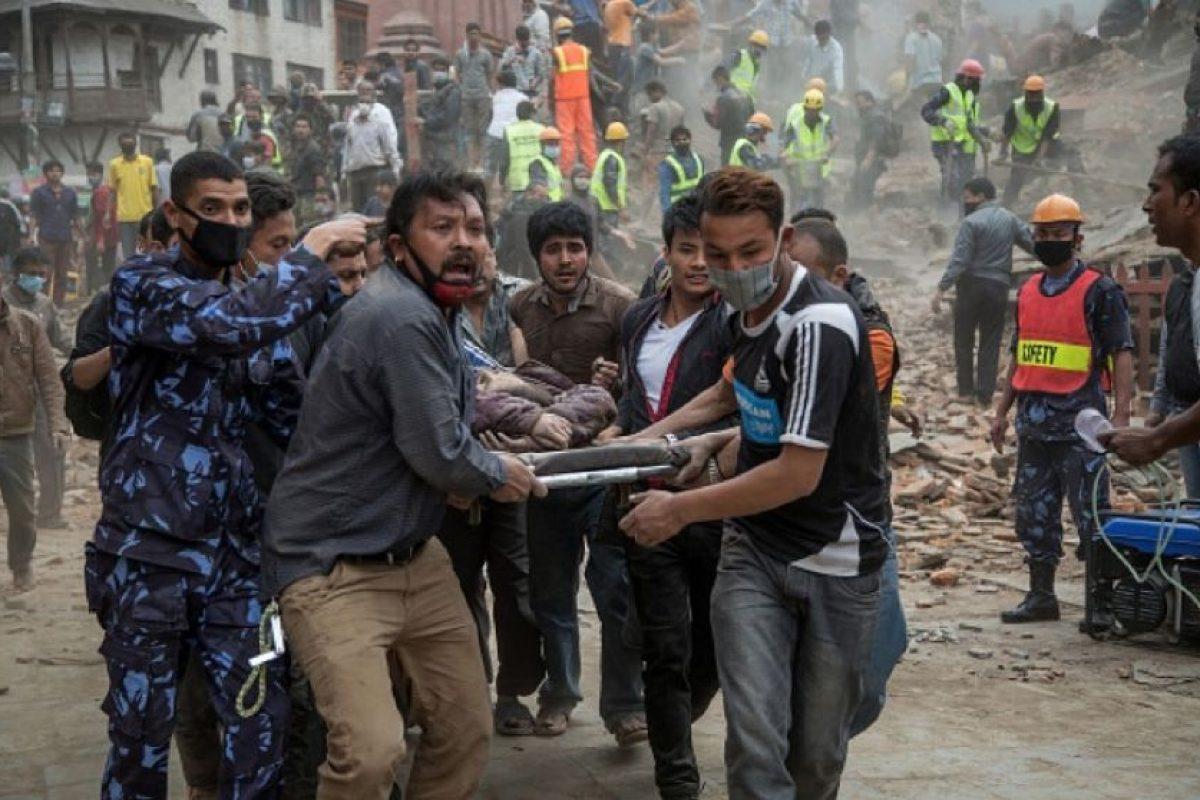 El 25 de abril de 2015 un terremoto de magnitud 7,8 azotó Nepal, causando la muerte a más de 8 mil 800 personas murieron y dejando millones de desplazados. Cientos de réplicas y un segundo potente terremoto el 12 de mayo aumentaron todavía más la devastación. Más de 770 mil personas en Facebook donaron más de 15.5 millones para colaborar con las tareas de ayuda humanitaria de International Medical Corps en las zonas afectadas. Foto:Getty Images