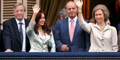Junto a los reyes de España y Néstor Kirchner Foto:Getty Images