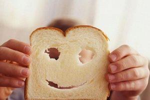 En cada post, ella menciona el nombre del pan. Foto:Vía Instagram/@breadfaceblog