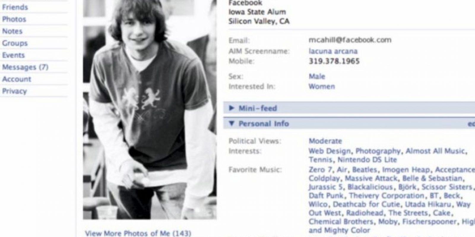 """2005. """"The"""" es eliminado del nombre de la red social. Foto:vía Facebook.com"""