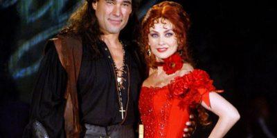 El horrible tono pelirrojo de Aracely Arámbula en su pelo ni siquiera era compensado con una buena actuación. Foto:vía Televisa