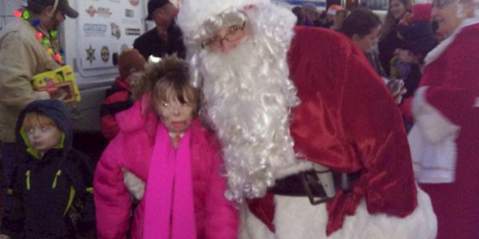La pequeña, de ahora ocho años, fue encontrada cerca del cuerpo de su padre. Foto:Vía facebook.com/Schenectadyssupersurvivor