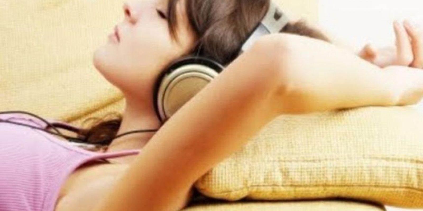 7. Aunque es importante mantener el volumen bajo, la limitación del uso de aparatos de audio personales a menos de una hora al día contribuirá enormemente a reducir la exposición al sonido. Foto:vía Tumblr.com