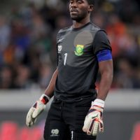 En octubre de 2014 fue asesinado a balazos el capitán de la Selección de Sudáfrica, el arquero Senzo Meyiwa. La tragedia ocurrió durante un intento de robo en la casa de un amigo del futbolista, quien recibió varios disparos en la parte superior de su cuerpo, lo cual le causó la muerte. Foto:Getty Images
