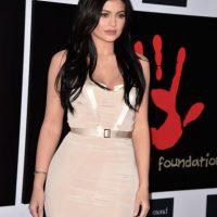 La menor de las Kardashian fue una de las asistentes a la gala benéfica que organizó la cantante barbadiense Rihanna en Los Ángeles. Foto:Getty Images