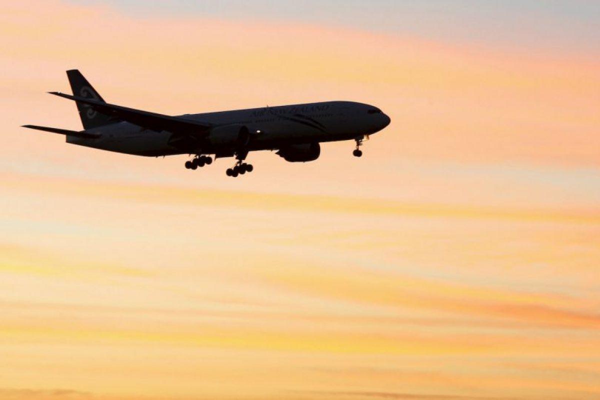 Dependiendo del tiempo de embarazo que esta tenga y que exija la aerolínea, la futura madre deberá llevar un autorización de su ginecólogo. Por lo general se pide dicha autorización luego de la semana 28 de gestación. Foto:Getty Images