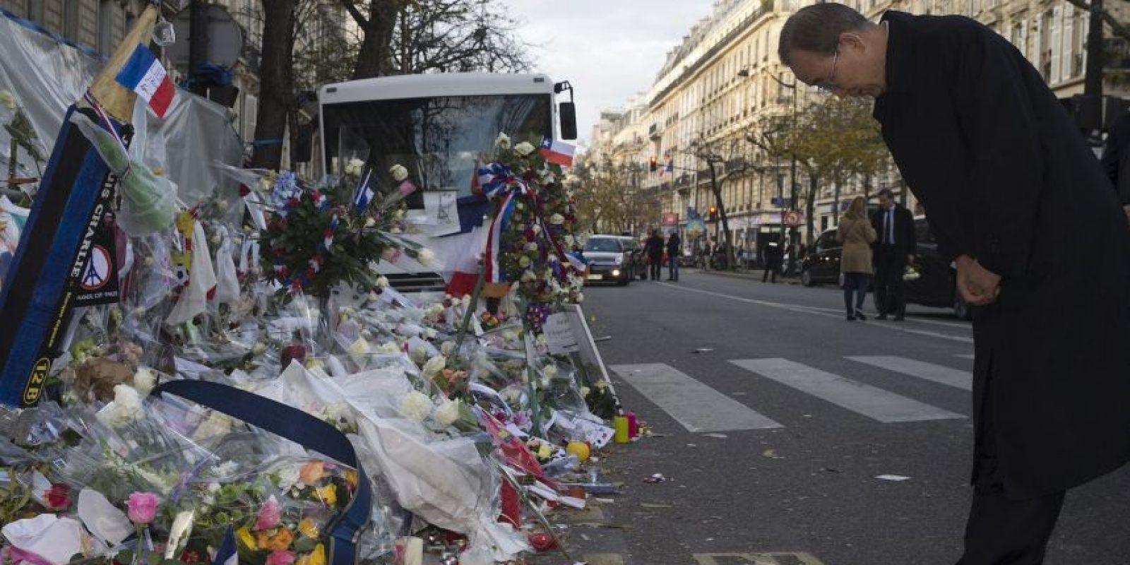 Rinden homenaje a las víctimas de los atentados terroristas en París. Foto:AFP
