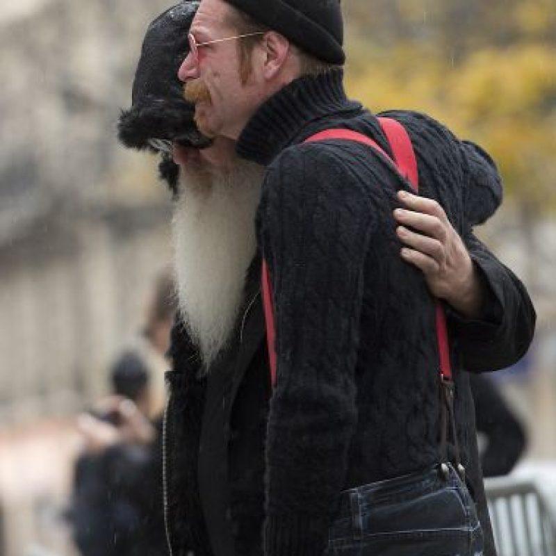 Cantante del grupo Eagles of Death Metal, que tocaba en el Bataclan el día de los atentados en París ofreció un homenaje a las víctimas. Foto:AFP