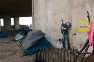 El campo de refugiados de la selva, Calais Foto:vía banksy.co.uk