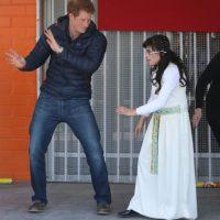 2014- Bailando con una niña de la Fundación Amigos de Jesús en Chile. Foto:Getty Images