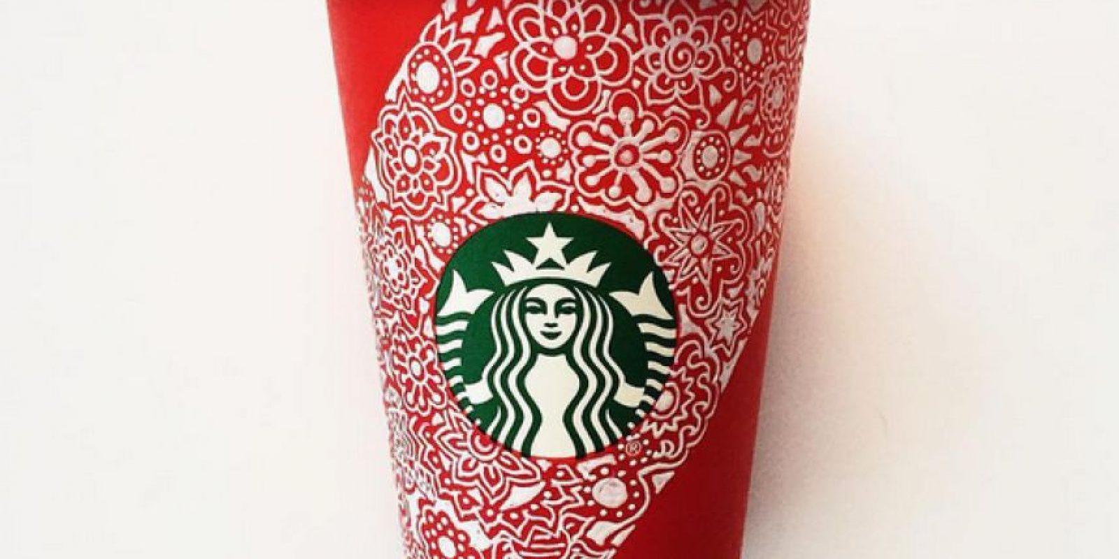 Hace un mes algunos también se quejaron de que el nuevo vaso era solo rojo y no tenía diseños navideños. Foto:Vía Instagram.com/Starbucks
