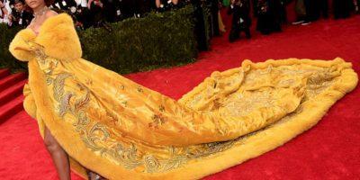 Aunque el vestido en sí fue una obra de arte (es de alta costura china), muchos vieron este vestido de Rihanna como un enorme omelette. Un omelette bordado a mano, suntuoso y que solo ella podría lucir. Foto:vía Getty Images