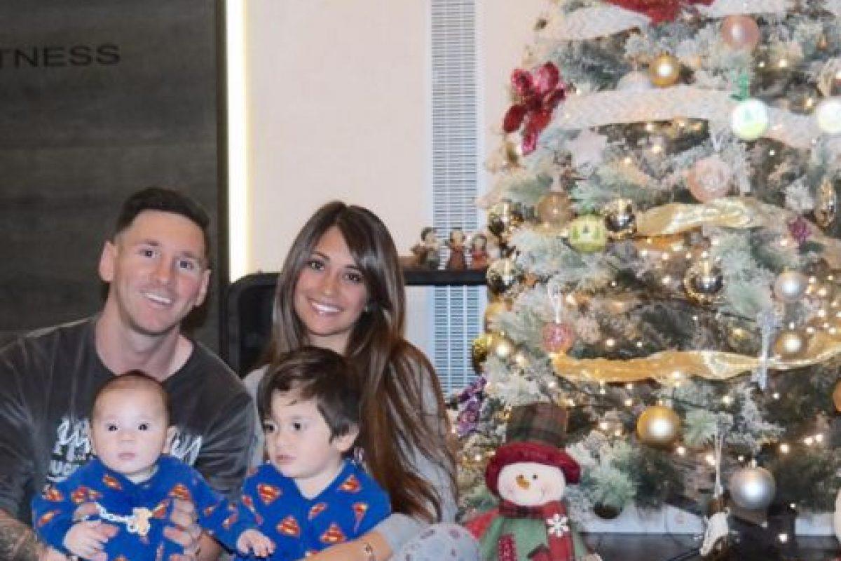 Con esta foto, Lionel Messi presentó a su hijo Mateo, el segundo de la relación que mantiene con Antonella Roccuzzo. Foto:Vía instagram.com/leomessi
