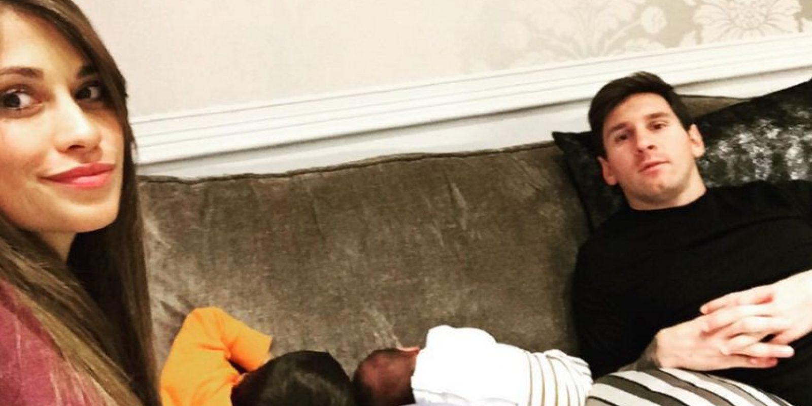 """Anteriormente, la pareja sólo había mostrado """"pedacitos"""" de Mateo, y hasta ahora se animaron a compartir una postal en la que aparecen los cuatro integrantes de la familia Messi Roccuzzo. Foto:Vía instagram.com/antorocuzzo88"""