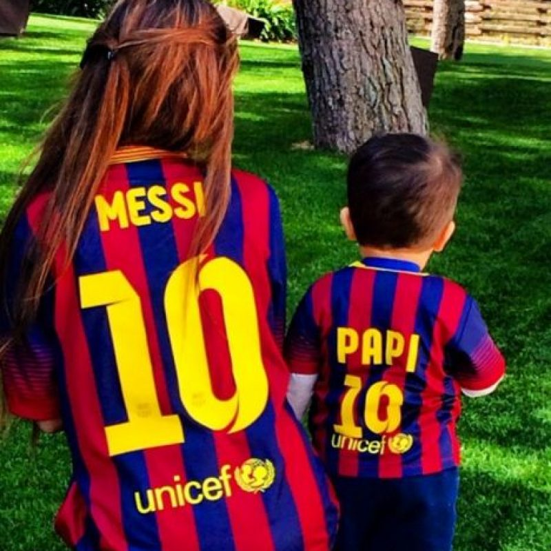 Se separaron cuando él dejó Argentina para ir a España, pero en unas vacaciones, Messi se encontró a Antonella de 17 años y ya no volvieron a separarse. Foto:Vía instagram.com/antorocuzzo88