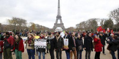 La organización ecologista advirtió de que aunque el Acuerdo de París es legalmente vinculante ya que es un Tratado según leyes internacionales, los objetivos nacionales (los llamados INDC) no son legalmente vinculantes ni lo son tampoco los compromisos de financiación. Foto:AFP