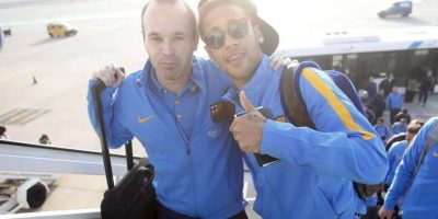 """Ney"" también se fotografió con Andrés Iniesta. Foto:FC Barcelona"