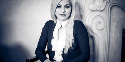 También es presentadora de televisión. Foto:Vía facebook.com/adrianacrimson