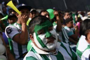 La afición al equipo colonial llenó las grades del recinto a la espera de un gran resultado para su equipo. Foto:Oliver de Ros