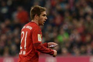 ¿Lo vieron? En pleno partido ante el FC Ingolstadt, Pep Guardiola llamó a Phillip Lamn. Foto:Getty Images
