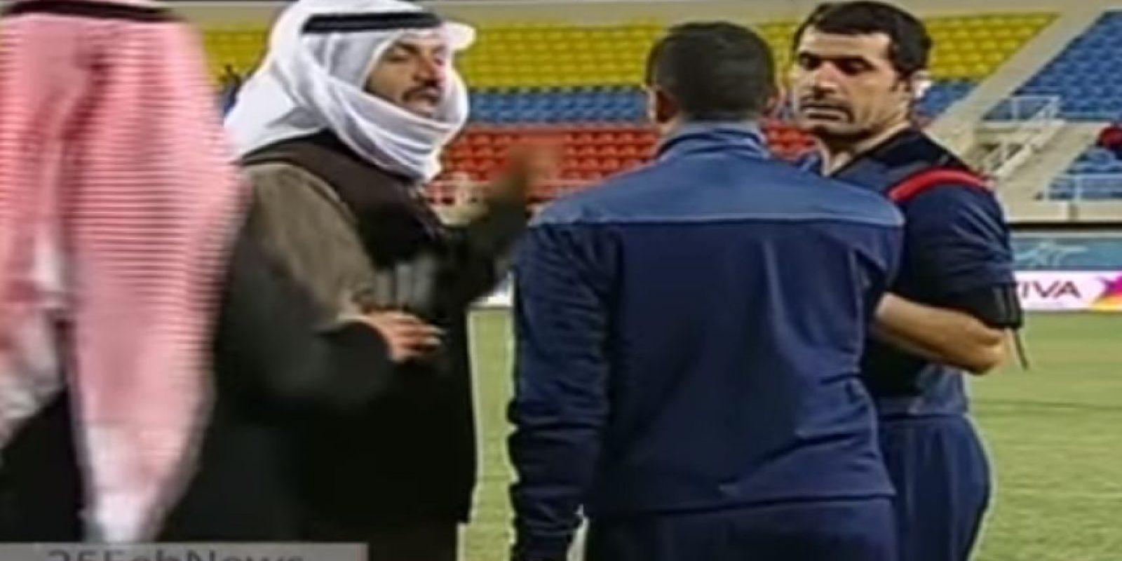 Era un partido entre el Al Jahra y Khaitan, en los cuartos de final de la Copa Real del Príncipe. Foto:YouTube