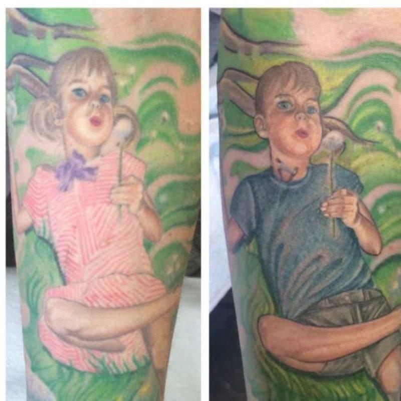 A su esposa le hizo sus retratos en el brazo. Pero para apoyar a su hijo mayor en su cambio de sexo, cambió la foto. Foto:vía Facebook/stevepeacetattoos