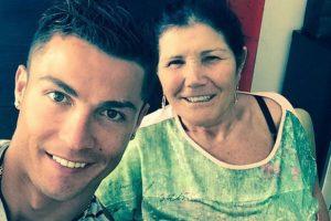 A través de ellas, comparte sus momentos en familia con su hijo Cristiano Ronaldo y su nieto, Cristiano Jr. Foto:Vía instagram.com/doloresaveirooficial