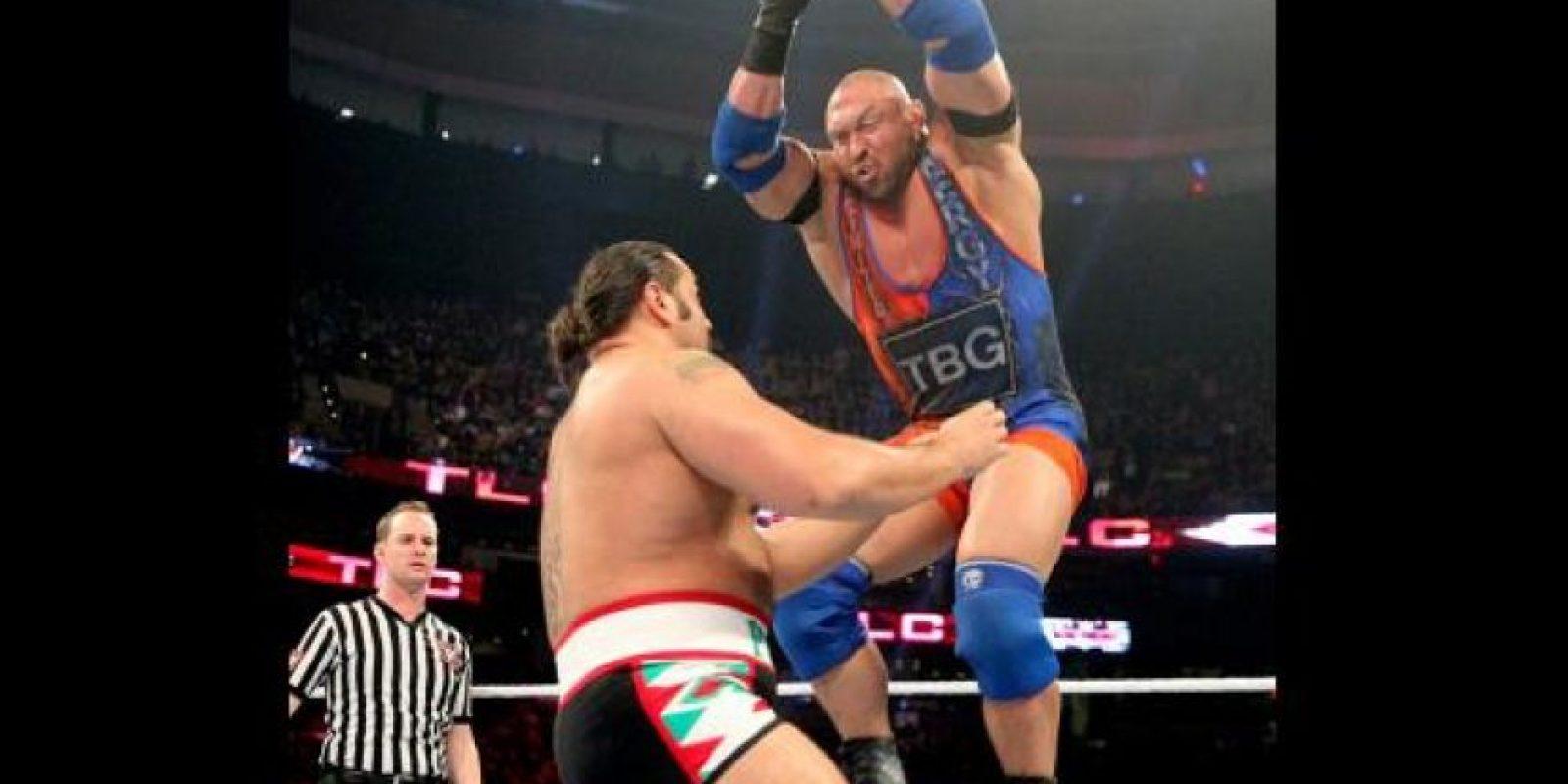 Y le pasó por encima a Ryback Foto:WWE
