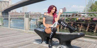 Nació en California, Estados Unidos, aunque vive en Boston y ella misma se dice originaria de esa ciudad. Foto:WWE