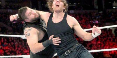 Dean Ambrose venció a Kevin Owens Foto:WWE