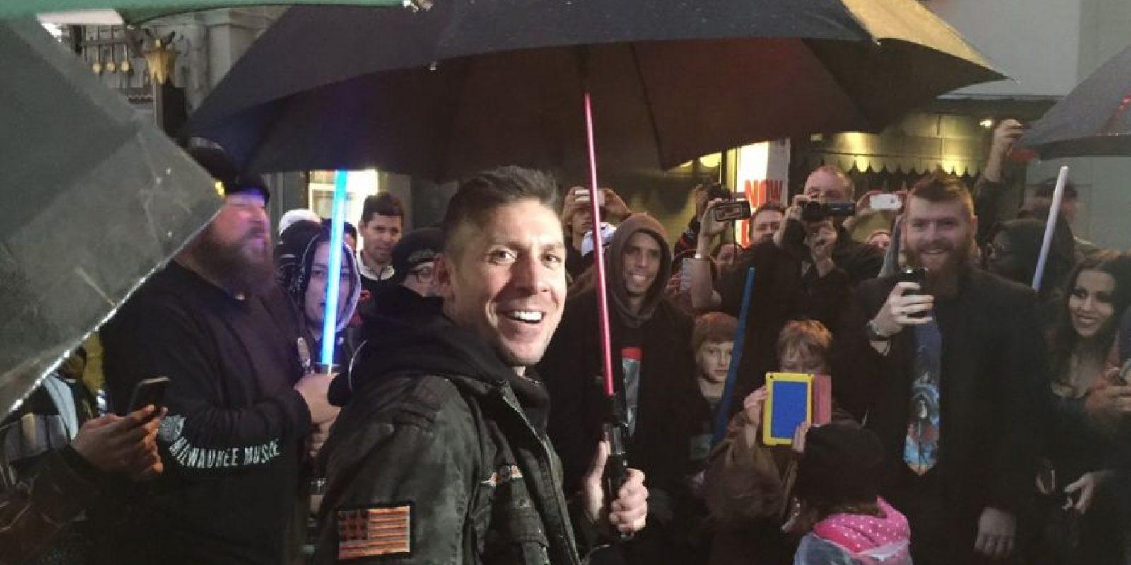 """Y así se le vio ad portas de la última entrega de """"Star Wars"""". Foto:vía Facebook"""