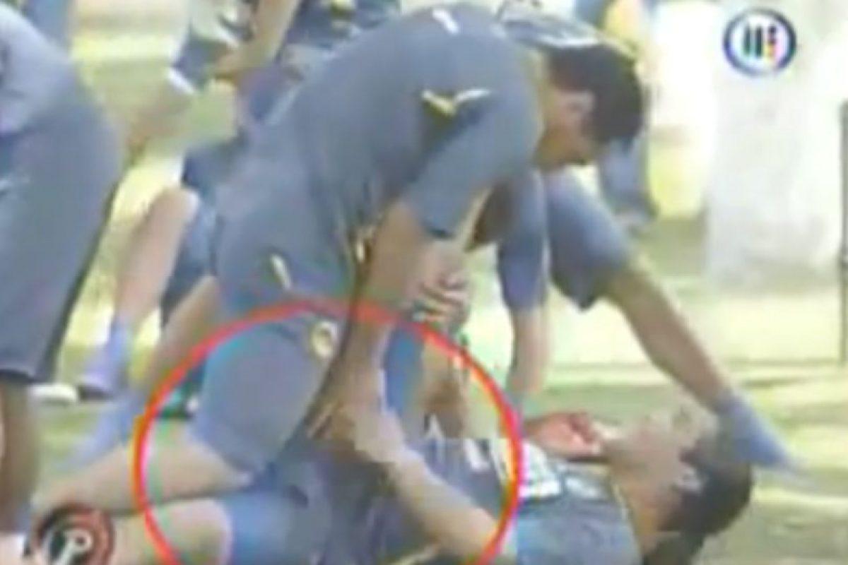 Ambos futbolistas fueron captados muy cariñosos en el entrenamiento del América, y incluso hubo toqueteos entre ambos. Foto:YouTube