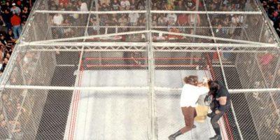 Otras espectaculares peleas de la WWE: Undertaker vs Mankind en The King of the ring de 1998