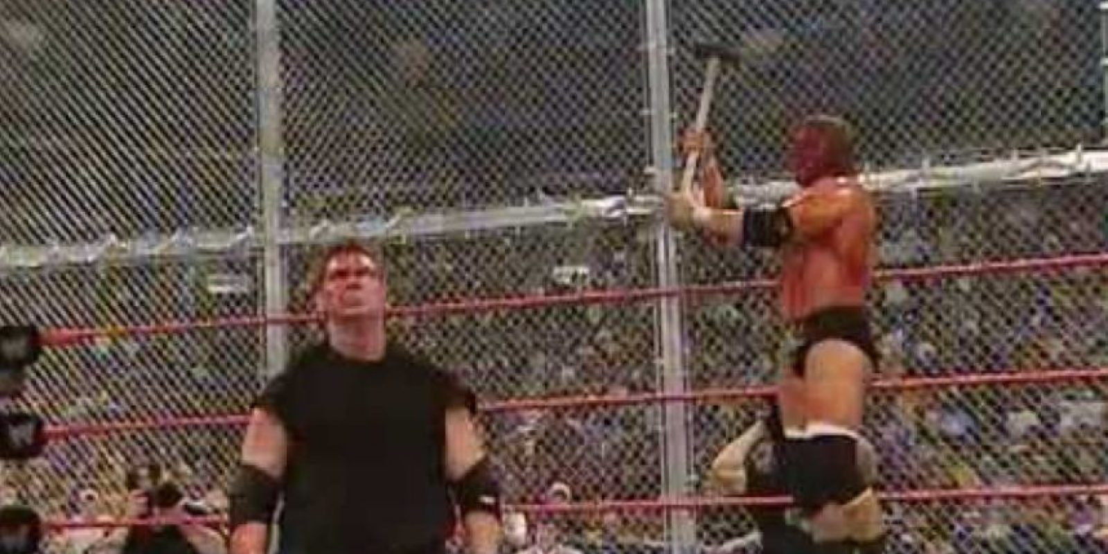 Una pelea llena de odio en la que basta ver las imágenes para notar que no se guardaron nada de castigo Foto:WWE